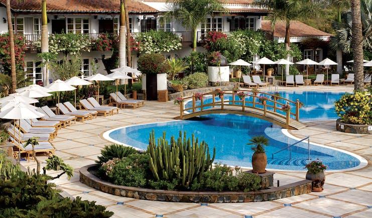 Seaside Grand Hotel Residencia Canary Islands pool sun loungers palm trees