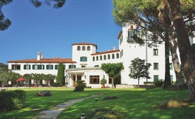 Hostal de la Gavina Catalonia exterior lawns trees hotel building