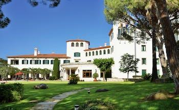 Hostal de la Gavina Catalonia exterior lawns trees hotel building