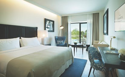 Hotel Camiral superior double room, bed, desk, access to balcony