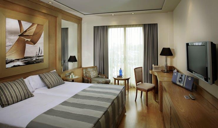Las Arenas Balneario Valencia classic room bed armchair modern décor