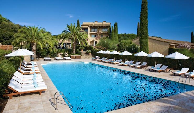 Mas de Torrent Catalonia pool sun loungers umbrellas palm trees