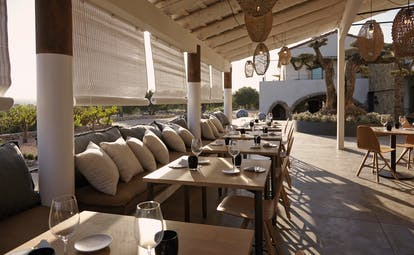 Mas Lazuli Eastern Spain patio outdoor dining and seating area