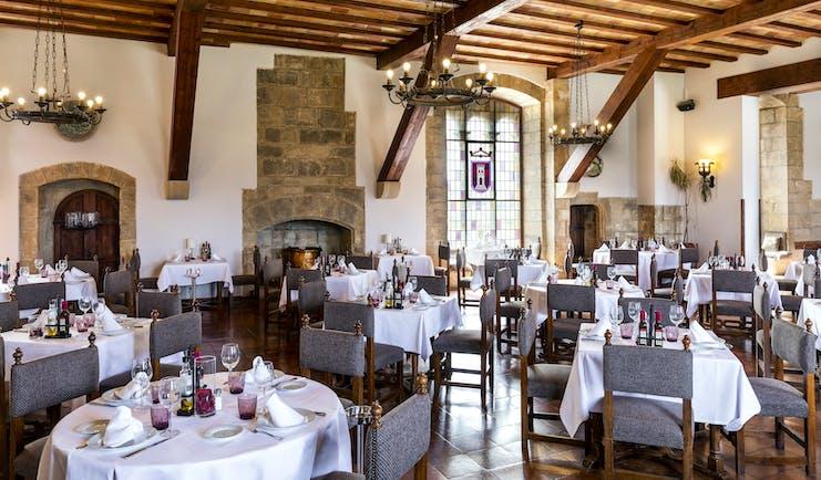 parador de tortosa dining room with wooden ceiling