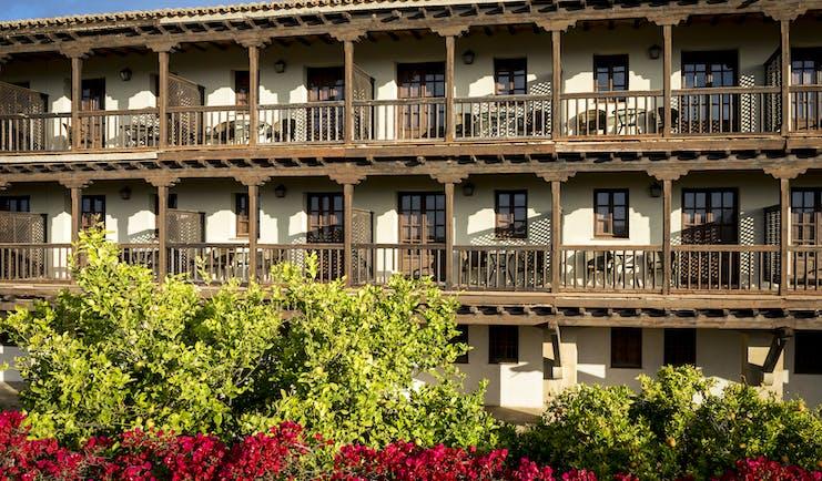 parador de tortosa view onto outside of the building