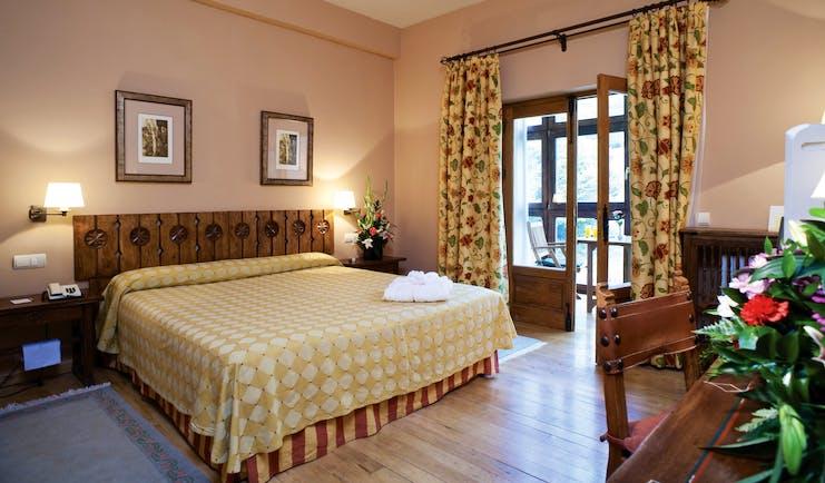 Parador de Fuente De Green Spain standard room modern décor
