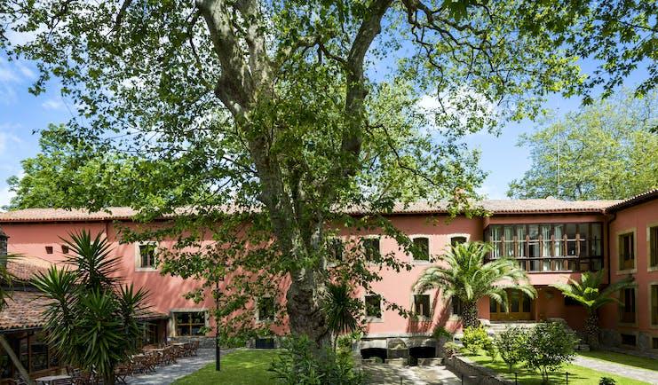Parador de Gijon garden, lawn, trees, hotel building