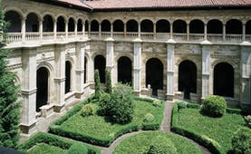 Parador de Leon Green Spain courtyard greenery ornate architecture colonnades