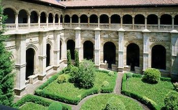 Parador de Leon Green Spain courtyard greenery ornate architecture colonnades