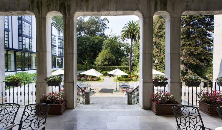 parador de limpias terrace, outdoor chairs, views over garden