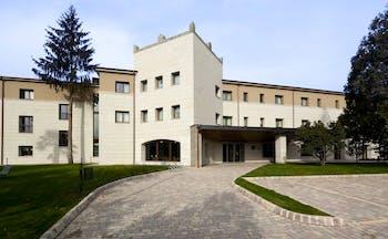 Parador de Villafranca del Bierzo exterior, hotel building, driveway