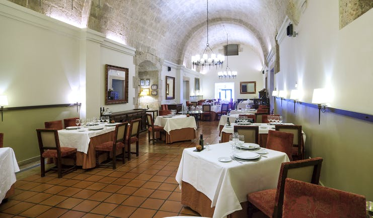 Parador de Lerma restaurant, traditional architecture, tables and chairs
