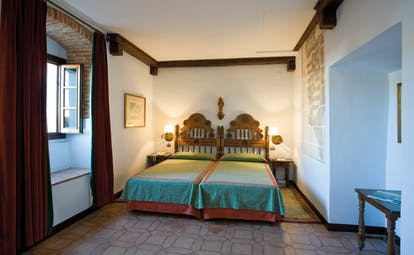 Twin room with two single beds, bed side tables and window