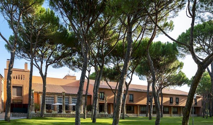 Parador de Tordesillas gardens, hotel building, trees, lawn