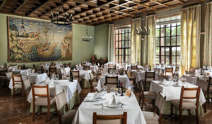 Parador de Tordesillas restaurant, chairs and tables, painting, traditional decor