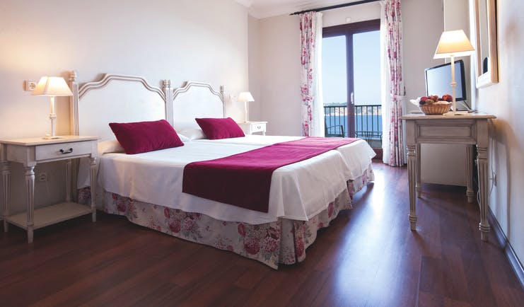 Cala Fornells Mallorca double room bed desk balcony modern décor