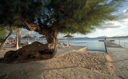 Hotel Illa d'Or Mallorca beach terrace sand small wooden pier