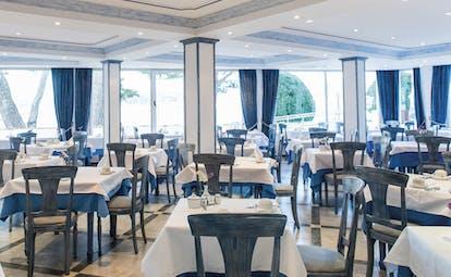 Hotel Illa d'Or Mallorca restaurant indoor dining area modern décor
