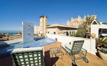 Hotel Palacio Ca Sa Galesa Mallorca terrace rooftop seating area pool city cathedral and sea views