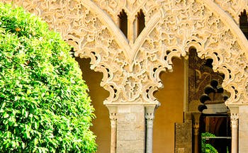 Aljaferia Zaragoza moorish arches and green trees