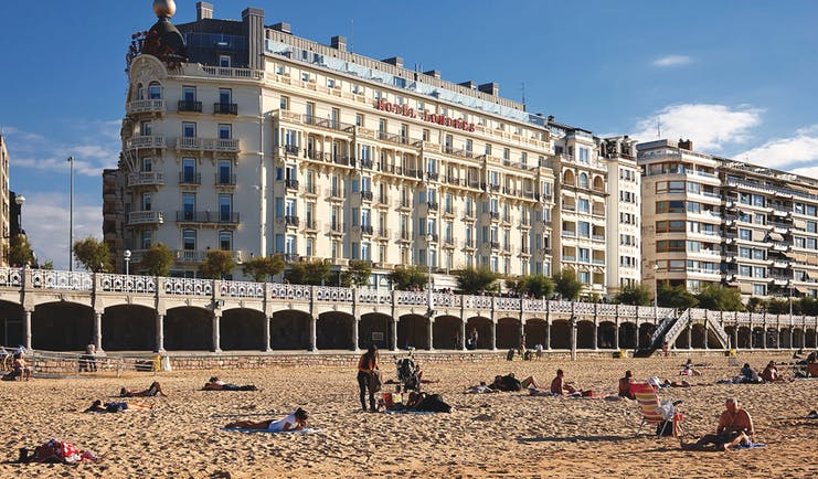 Hotel de Londres y de Ingleterra Basque exterior hotel building beach in foreground