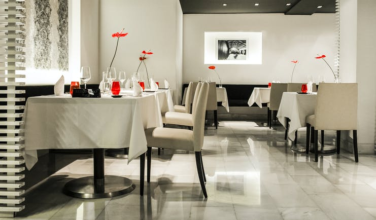 Hospes Amerigo Alicante grey beige walls and floor of restaurant