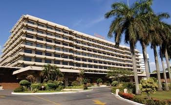 Cinnamon Lakeside Sri Lanka exterior hotel building driveway