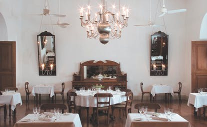 Amangalla  Sri Lanka dining room traditional colonial minimalist decor chandeliers