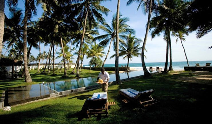 Apa Villa Thalpe Sri Lanka infinity pool with loungers and sea view