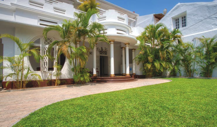 Deco On 44 Sri Lanka exterior hotel building colonial style architecture lawn trees