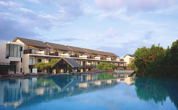 Jetwing Yala exterior, hyotel building, swimming pool, trees