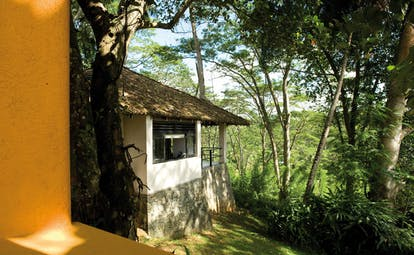 Kahanda Kanda Sri Lanka exterior bungalow yellow wall and white bungalow forest view
