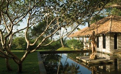 Kahanda Kanda Sri Lanka lily pond buddha statue bungalow