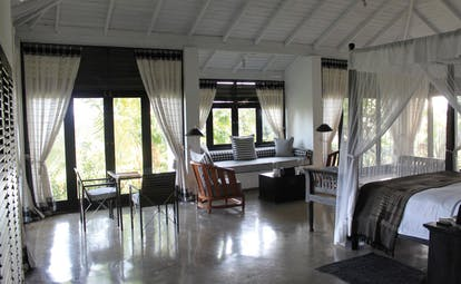 Kahanda Kanda Sri Lanka peacock suite bedroom four poster bed seating area
