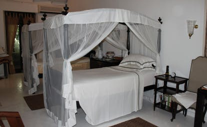 Kahanda Kanda Sri Lanka tea suite twin four poster beds