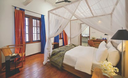 The Fort Printers new wing room, canopied bed, en suite bathroom, modern clean decor
