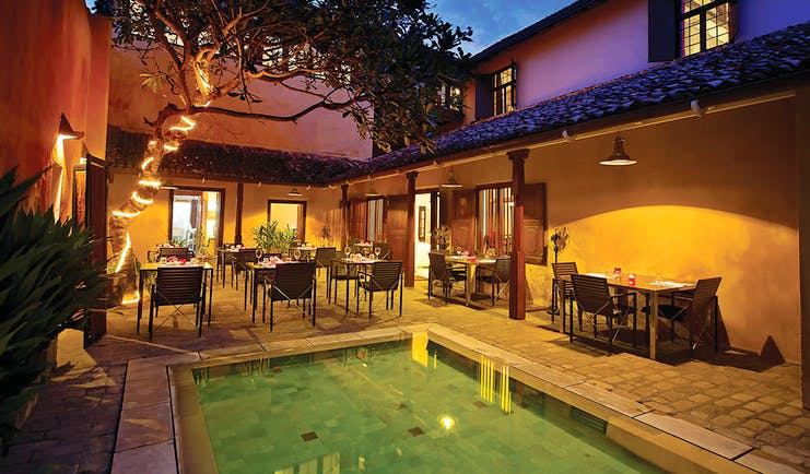 The Fort Printers pool in hotel courtyard, overlooked by outdoor dining area