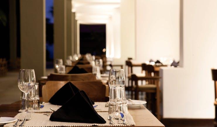 Jetwing Blue Sri Lanka restaurant indoor dining area modern décor