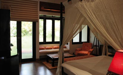 The Wallawwa Sri Lanka garden suite bedroom four poster bed seating area