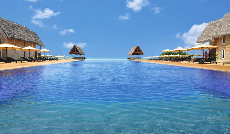Maalu Maalu Sri Lanka infinity pool sun loungers umbrellas ocean views