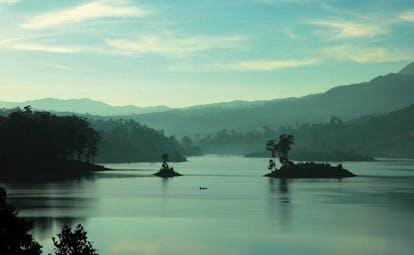 Ceylon Tea Trail Sri Lanka lake with small islands and mountain view