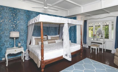 Taylor's Hill Sri Lanka le cocq room canopied four poster bed elegant décor