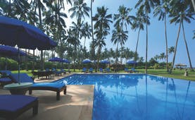 Reef Villa and Spa pool, sun loungers, gardens, umbrealls