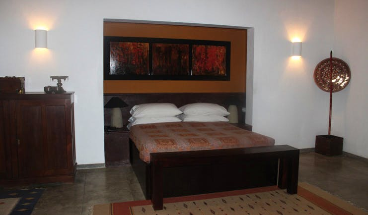 The River House Sri Lanka Gin suite bed in nook with artwork